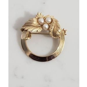VTG Sarah Coventry Goldtone Faux Pearl Brooch